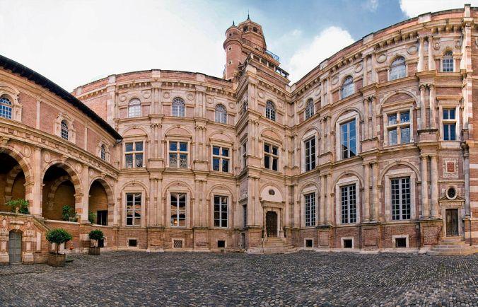1024px-Hôtel_d'Assézat,_toulouse_(panorama) foto Pom2