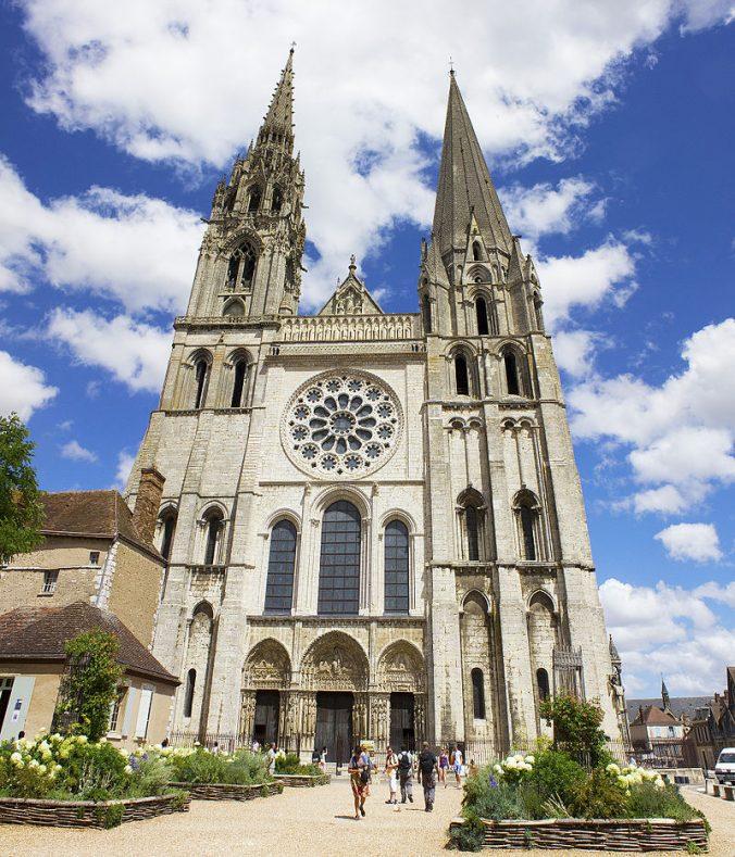 Chartres_cathedral_(West_façade) foto Dcconsta
