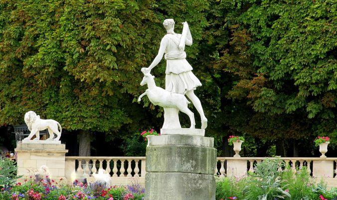 jardom-di-nuxembourg-statue-de-diane-chasseresse-photo-dinkum