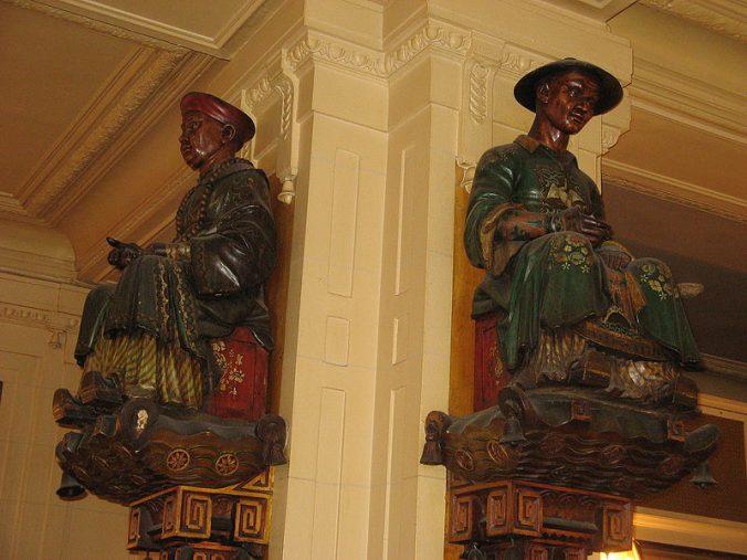 les-statues-des-deux-magots-paris-photo-donar-reiskoffer