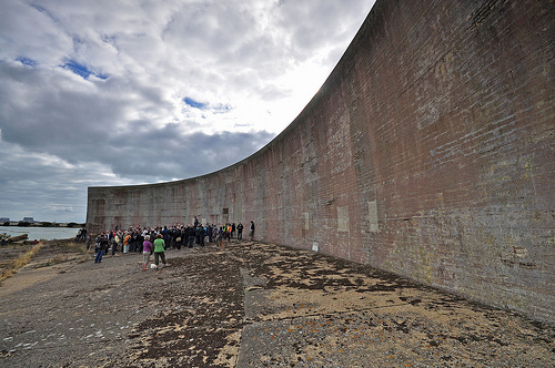 Muro de 200 pies, unos 60m, construido en 1930 en Greatstone, Kent, Sudeste de Inglaterra (GB) | Peeteekayy @ Flickr