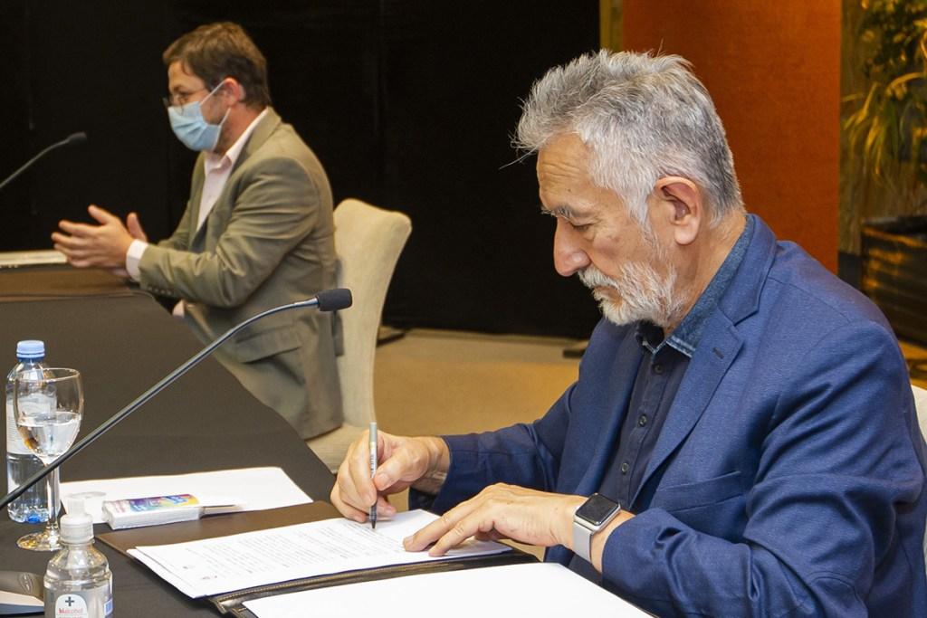 Rodríguez Saá se reunió con el ministro de Transporte de la Nación y firmó un convenio para la construcción de seis terminales de ómnibus