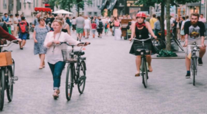 ¡No más autos! 8 ciudades que se están bajando de las cuatro ruedas