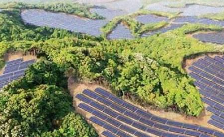 Campos de golf abandonados son reconvertidos en centrales solares en Japón