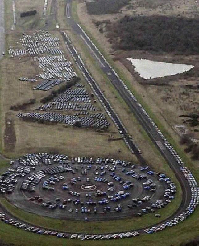 Miles de vehículos nuevos están siendo abandonados. Y cuando sepas por qué…