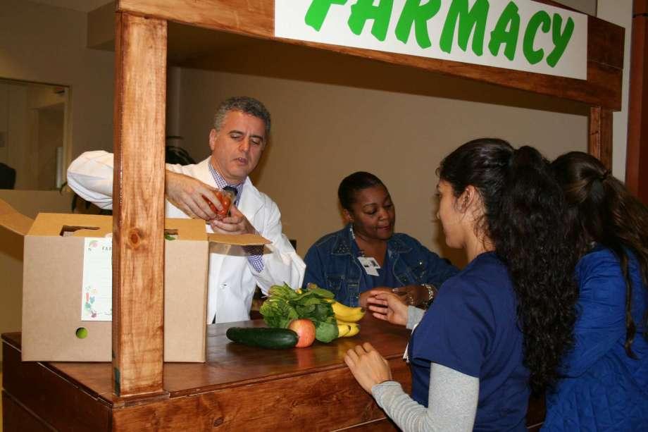 Médico norteamericano receta alimentos orgánicos en lugar de remedios