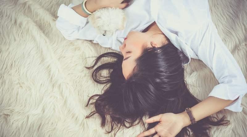 , Estudio confirma que dormir con mantas pesadas ayuda a combatir el insomnio y la ansiedad en más del 60% de los casos