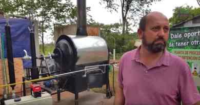 El ingenioso misionero que ha logrado convertir plástico en combustible
