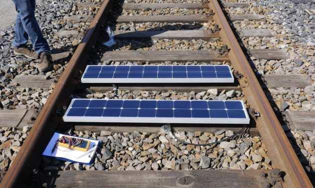 Convierten vías de ferrocarriles en productores de energía limpia