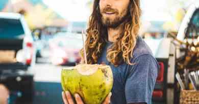 12 Beneficios del Agua de Coco, sus Propiedades y para que sirve