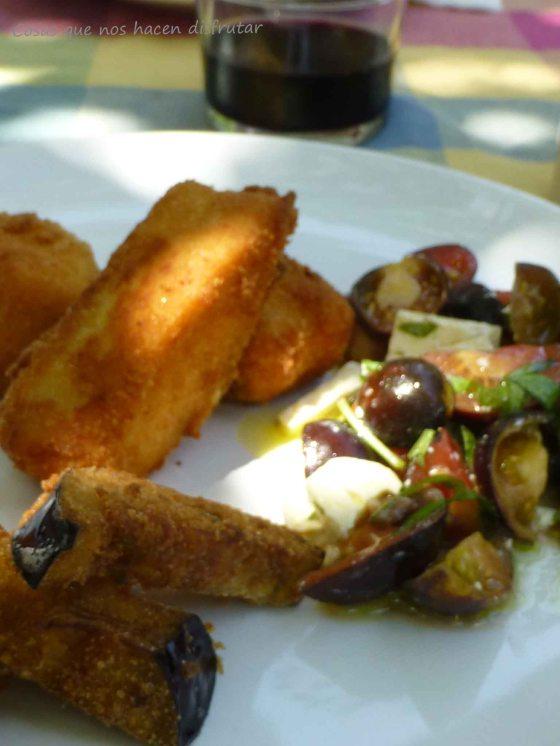 Dorada Salvaje del Guadalquivir Frita con berenjenas y ensalada de tomates Indigo Rose