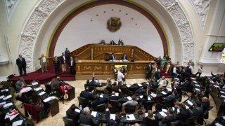 Constituyente venezolana aprueba leyes que avalan medidas fiscales de Maduro