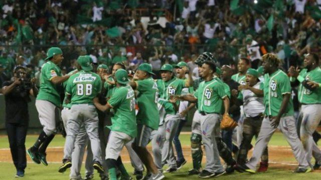 Estrellas dejan atrás 51 años de sequía y se coronan campeón del béisbol invernal. El Gigante José Sirí es el MVP.