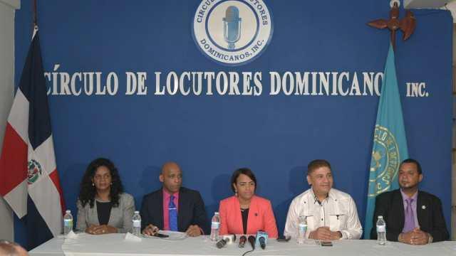 El Circulo y el Colegio de locutores felicitan a los profesionales del Micrófono en su dia.