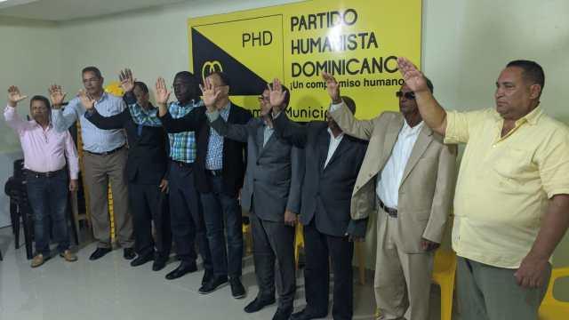 PHD Juramenta directivos de ORDEN.-