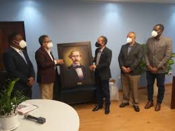 El Presidente de Efemérides Patria visita al Director de la DGCD.