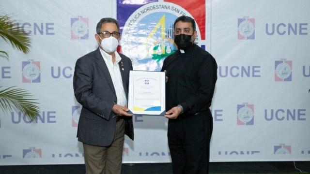 Presidente del PHD Eléxido Paula es reconocido por la UCNE, por sus 30 años impartiendo docencia.
