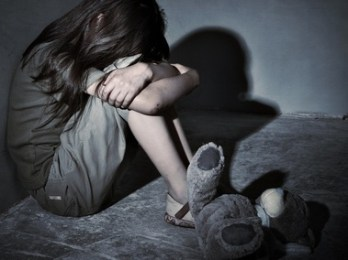 menina-solitaria-em-aparente-sofrimento-0000000000000678