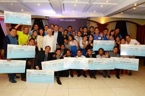 The IdeaSpace 2015 Top Ten Startups along with (standing from leftmost, back row) IdeaSpace President and Co-Founder Earl Martin Valencia, Meralco Chief Technology Advisor Gavin Barfield, IdeaSpace Co-Founder Marthyn Cuan, and Meralco President and CEO Oscar S. Reyes (2nd row, standing, in white).