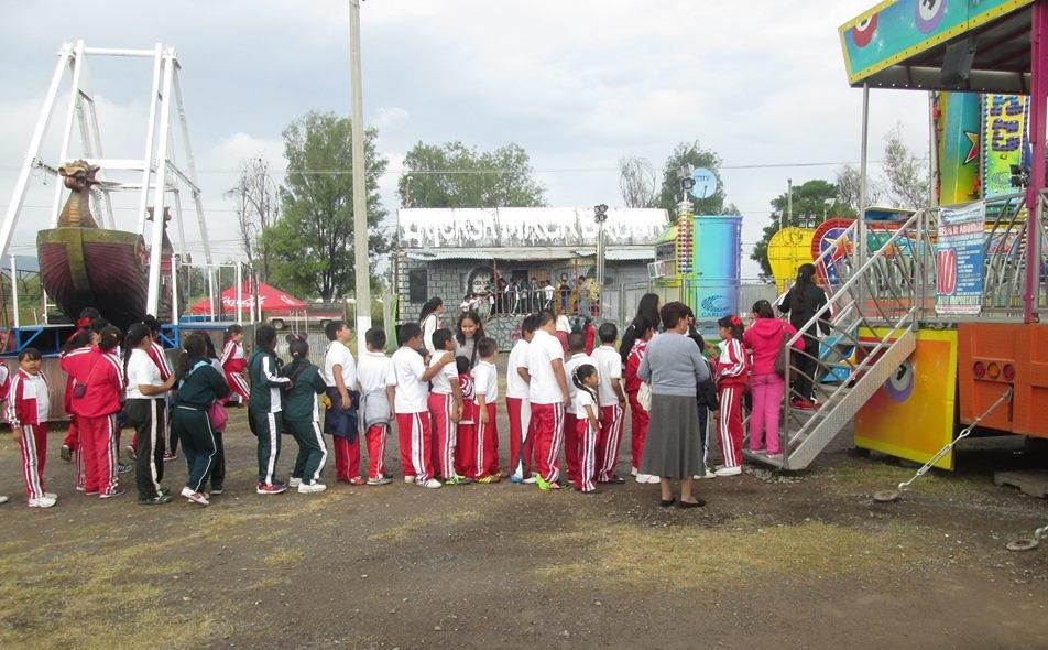 Alumnos de primaria disfrutan de la feria gratis