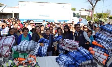 Entregan más de mil 500 cobijas en municipios del Rincón