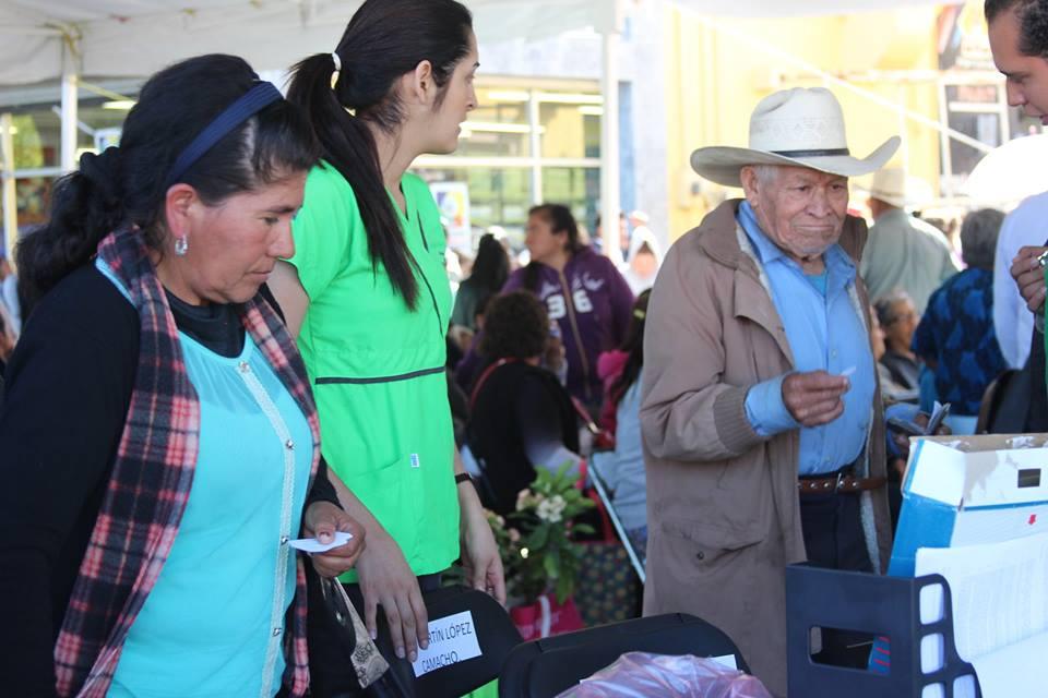 Atienden a 300 en primer día de las caravanas de Salud