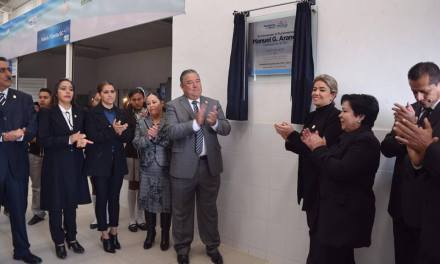 Develan placa en honor de Manuel G.Aranda y conmemoran Aniversario de la Constitución