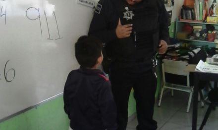 Conviven policías con infantes
