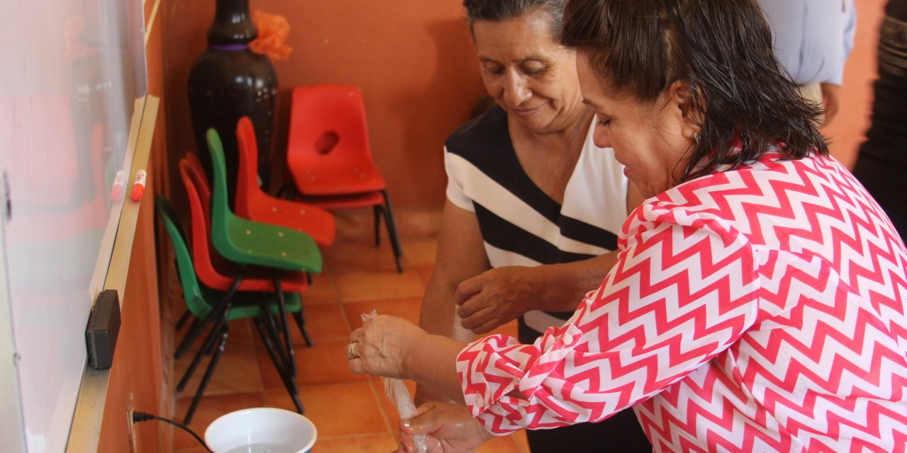 Terminan mujeres dobladenses taller de producción de productos
