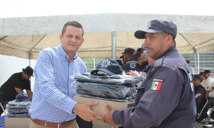Entregan uniformes a policías de Manuel Doblado