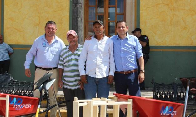 Entregan apoyos a ladrilleros de Manuel Doblado