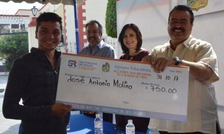 Entregan casi mil becas a estudiantes de San Francisco del Rincón