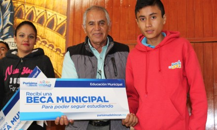Entregan becas a estudiantes purisimenses