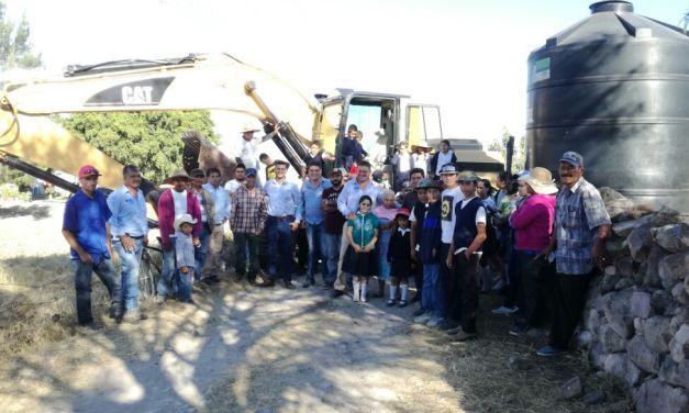 Arrancan rehabilitación de caminos saca cosecha en Manuel Doblado