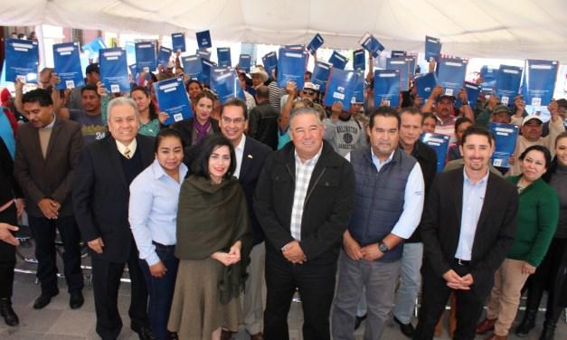 Más de 100 reciben las escrituras de su casa