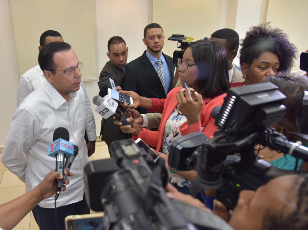 Resultado de imagen para Ministro de Educación, Antonio Peña Mirabal, destaca encomiable rol de los periodistas por derechos ciudadanos y consolidación de la democracia