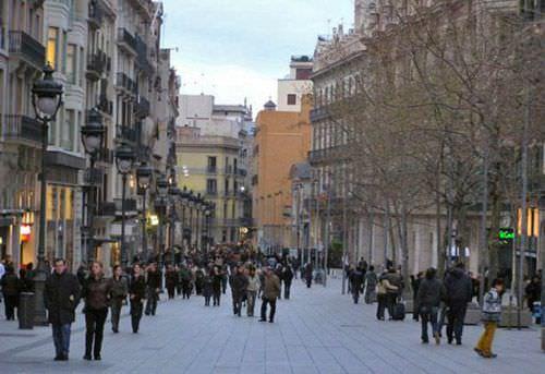 El Portal del Ángel de Barcelona, con una renta de 3.240 euros/m2, es la calle comercial más cara de España y se ha colado entre las 20 calles más exclusivas del mundo.