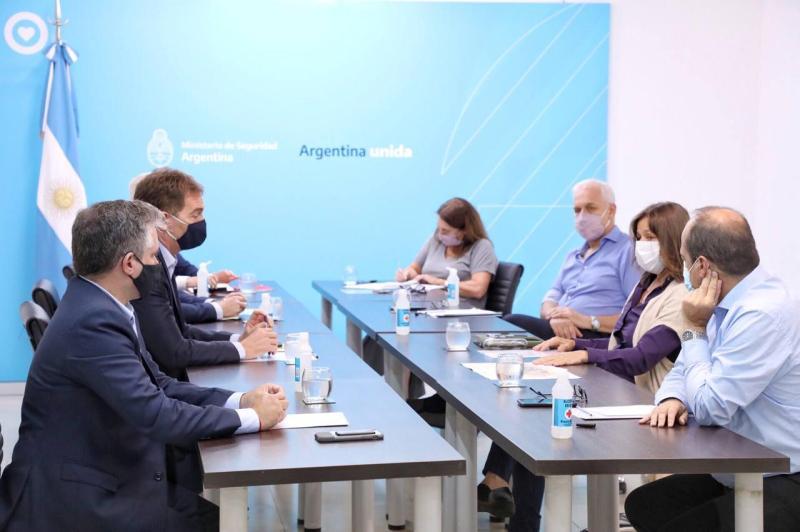 Sabina Frederic y Diego Santilli se reunieron para coordinar el trabajo de  las fuerzas de seguridad - El Intransigente