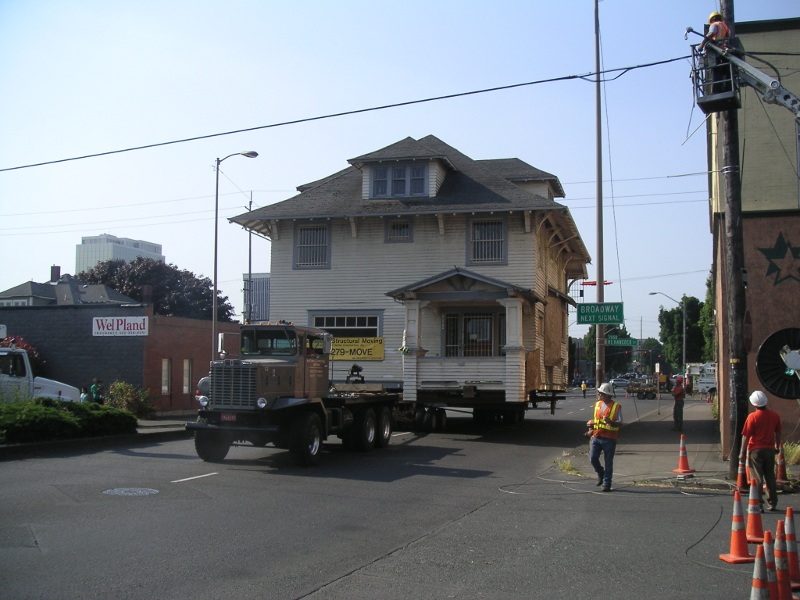 The Kinsman House moving along NE MLK