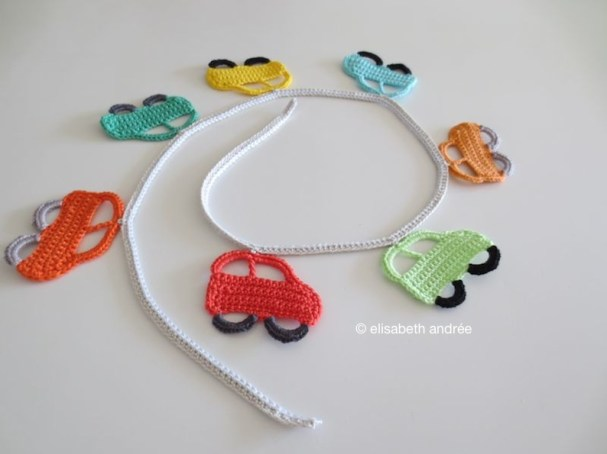 7 little cars garland
