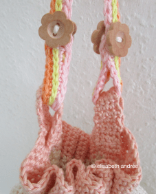 detail handle small crochet bag
