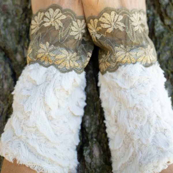 wrist warmers faux fur and lace close-up