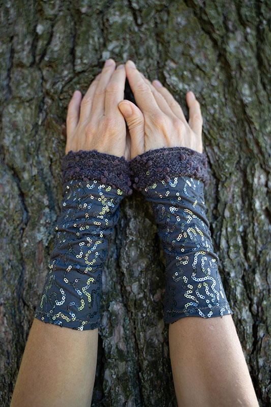wrist warmers grey with paillettes