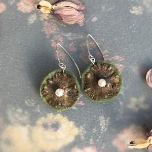 Earrings bronze flowers green felt