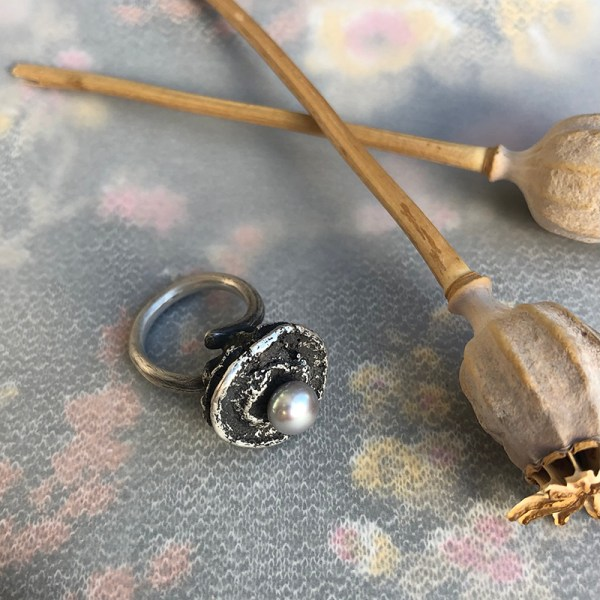 Ring_Seedpod With Grey Pearl