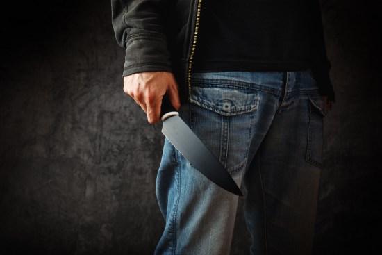 Knivbeväpnad man. Personen på bilden har inget med misshandeln i Eskilstuna att göra Copyright: Dreamstime.com 41808337