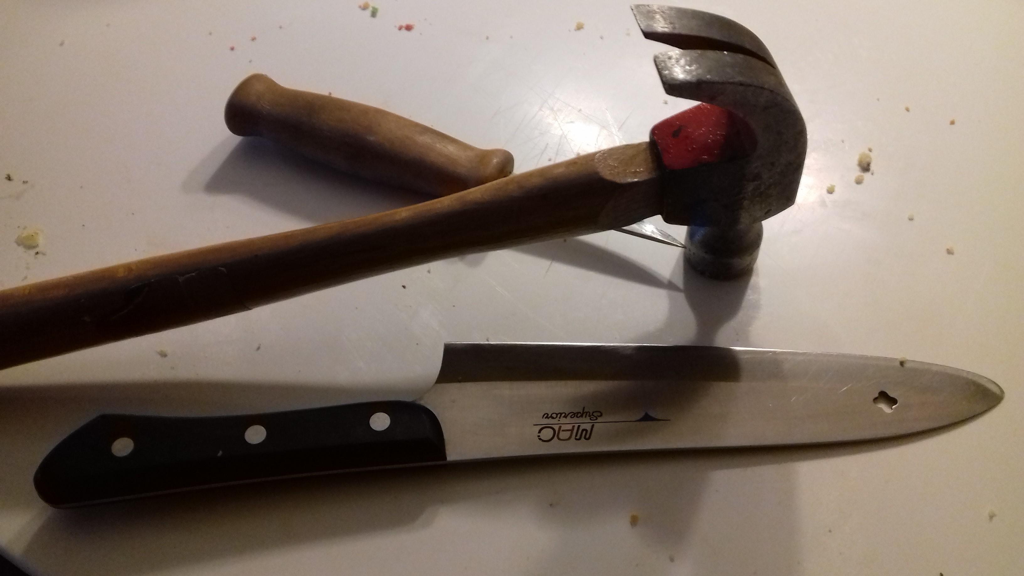 12 aring hotad med kniv i norsborg