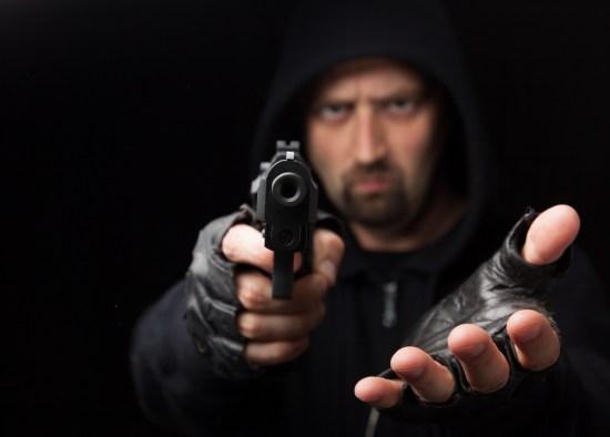 Man med pistol Copyright: Ijdema/Dreamstime.com