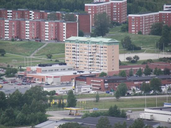 Här i stadsdelen Nacksta i Sundsvall grips en man misstänkt för misshandel av en nära anhörig. Bild: wikimedia.commons