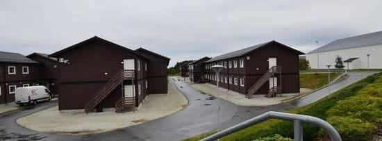 Modulhus för flyktingar i Fagersjö i södra Stockholm. Foto: ramirent.se